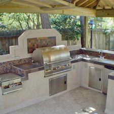 Outdoor Kitchen with stove, grill and sink
